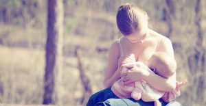 8-Tips-to-Beat-the-Heat-While-Breastfeeding-this-Summer